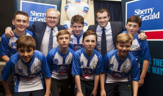 Former Irish Rugby Star Presents Jerseys To Tralee RFC Youngsters